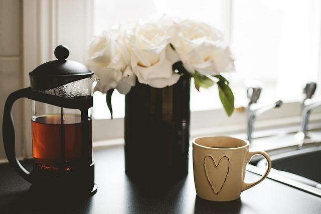 čaj a šálek