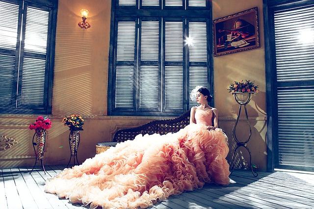 meruňkové šaty.jpg