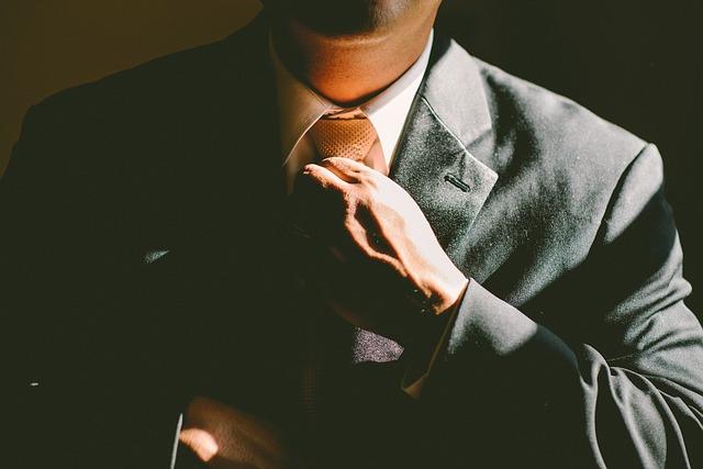 upravování kravaty.jpg