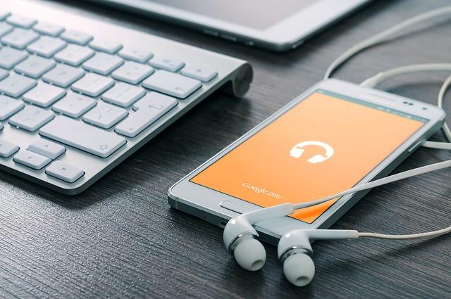 sluchátka na mobilu