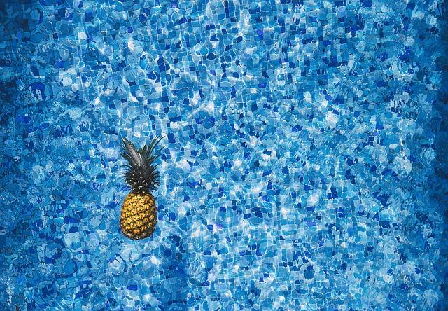 Ananas ve vodě